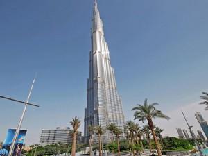 Dọa cắt điều hòa tại tòa nhà cao nhất thế giới